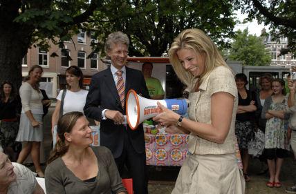 Máxima maakt het thema van Burendag 2008 bekend